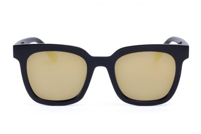 Saulės akiniai veidrodizuotais stiklais