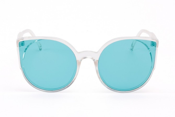 Skaidrūs akiniai – permatoma, melsva
