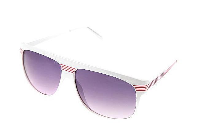 Balti masyvūs akiniai