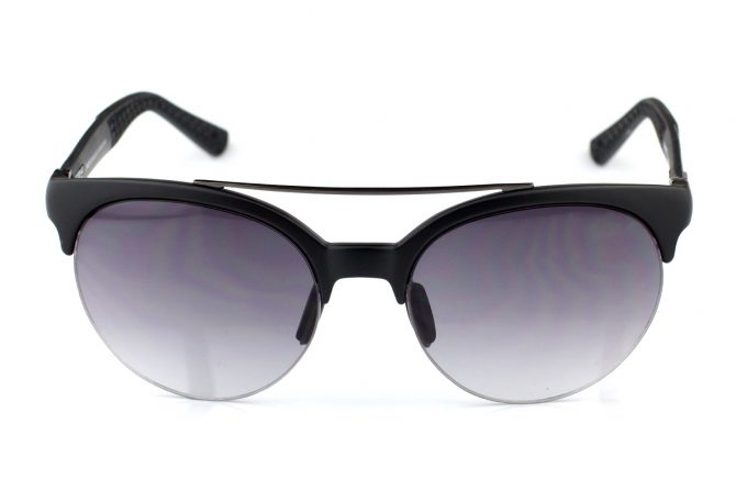 Donna akiniai