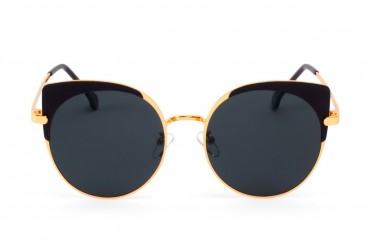 Juodi akiniai nuo saulės su auselėmis