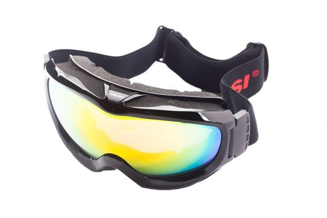 Juodi akiniai slidinėjimui