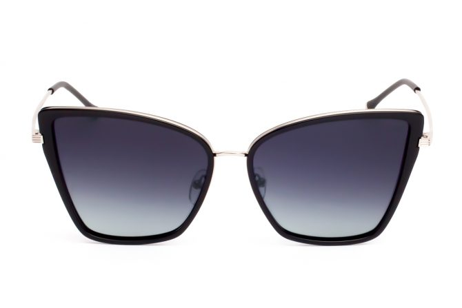 Juodi dideli akiniai nuo saulės moterims